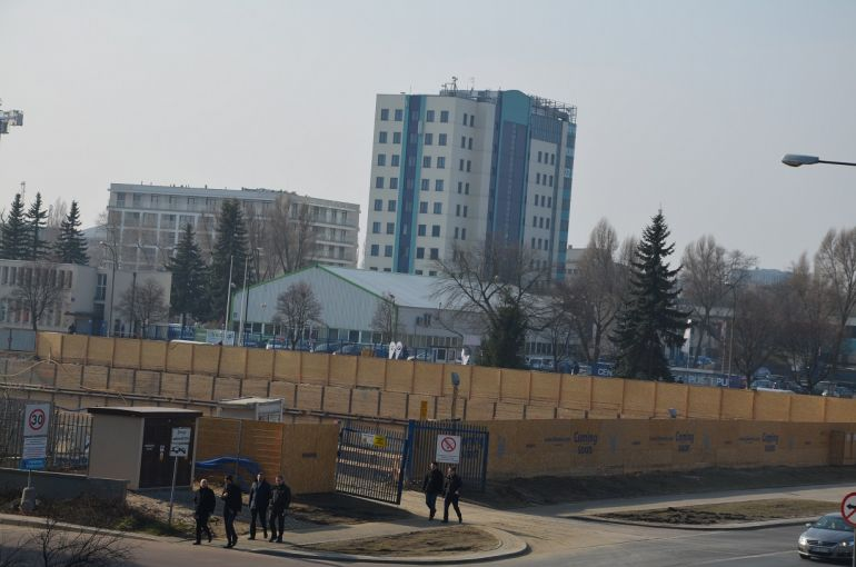 Construction works are in progress at the intersection of Marynarska and Postępu Streets.
