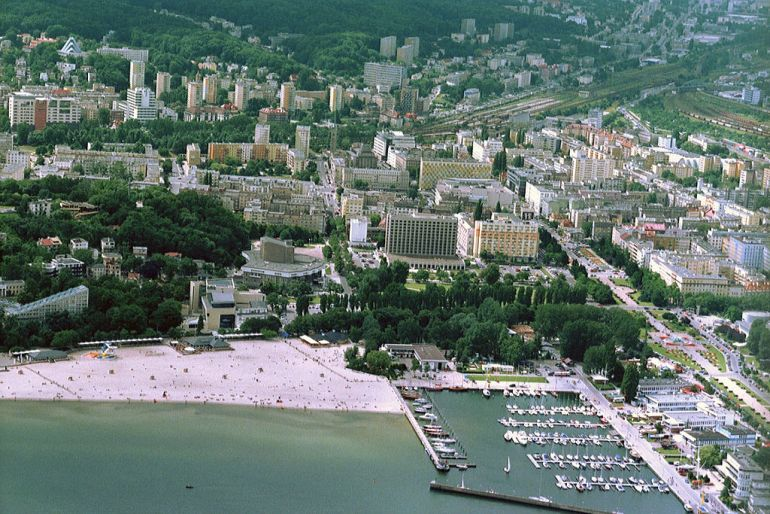 Bird's eye view at Gdynia, pic Jack11 Poland (source: https://commons.wikimedia.org/wiki/File:POL_Gdynia_view_01.jpg) CC-BY-SA-3.0