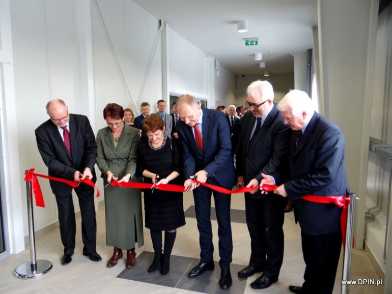 A ceremonial ribbon-cutting at the opening of the Lower Silesian Innovation and Science Park, photography by DPIN