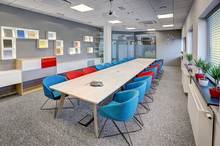 "- ""Stony Carpets"" Flooring (Rustik Glamourstone): Flowcrete's conference hall"