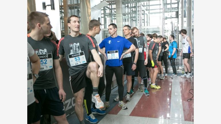 The competitors in the the Rondo 1 Run-up race on the highest, 37th floor of the office block.