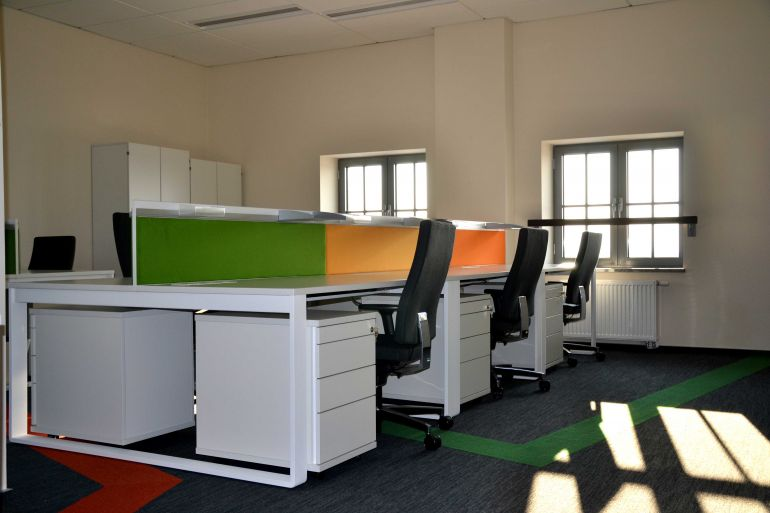 Example of arrangement of office space photo Balma